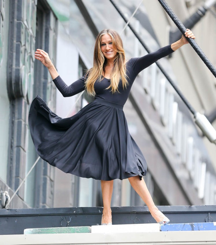 Sarah Jessica Parker spotted on top of the Bloomingdale's sign while doing a photo shoot in New York City. Pictured: Sarah Jessica Parker Ref: SPL1023249 110515 Picture by: Felipe Ramales / Splash News Splash News and Pictures Los Angeles:310-821-2666 New York:212-619-2666 London:870-934-2666 photodesk@splashnews.com