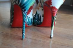 Escarpins Christian Louboutin Hawaii Kawaii Hawaiian collection Pigalle Follies Vernie Par La Vie