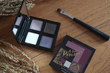 the-body-shop-a-true-romance-eyeshadow-palette-fards-a-paupieres-a