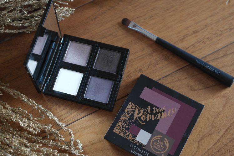 the-body-shop-a-true-romance-eyeshadow-palette-fards-a-paupieres-a