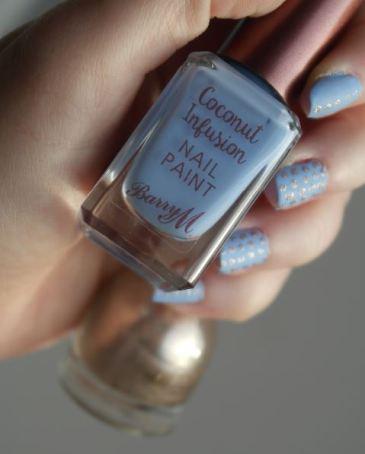 nail-art-bleu-mat-et-dore-barry-m-hm-c
