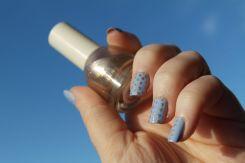 nail-art-bleu-mat-et-dore-barry-m-hm-i
