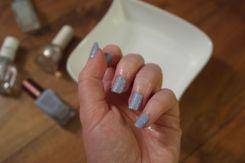 nail-art-bleu-mat-et-dore-barry-m-hm-o