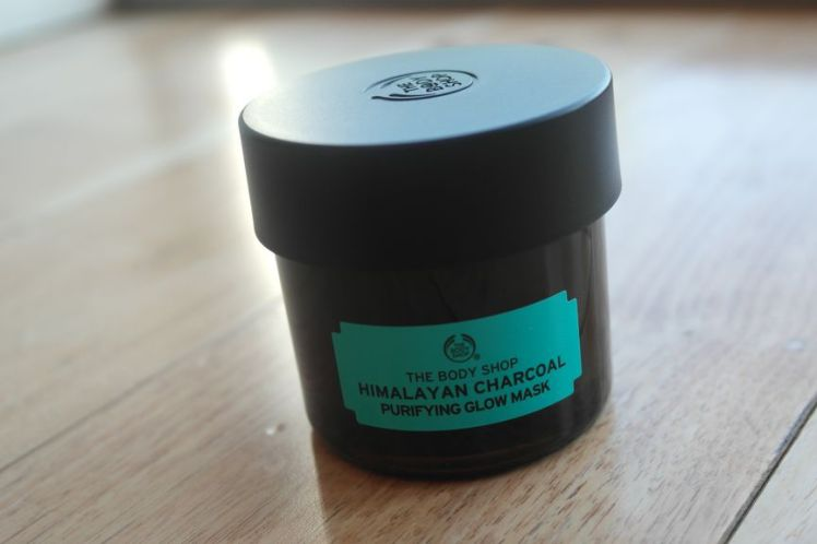 The Body Shop mask - Himalayan Charcoal purifying glow A
